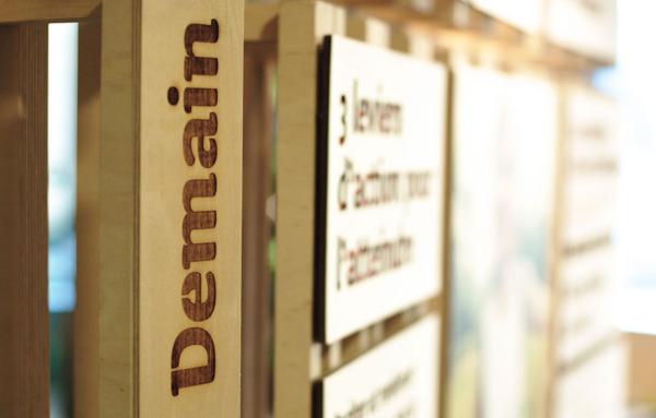 Scénographie avec panneaux découpés du hall d'entrée d'Eco-Emballage